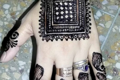 Simple Mehndi Designs-14